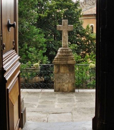 Joyeuse croix du parvis