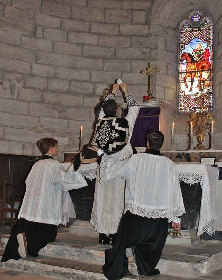 Sainte Messe de Requiem pour les victimes de la révolution 2