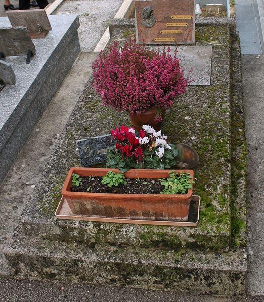 Cimetière de Viviers - tombe abbé Bryan Houghton