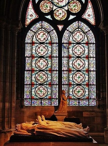 Vitrail & gisants - basilique de Saint-Denis
