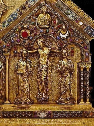 Châsse des Saints Rois face arrière détail - la Crucifixion