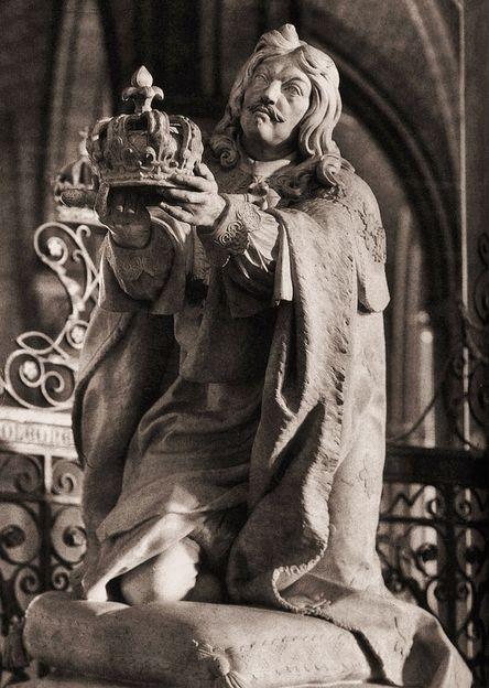 Louis XIII offrant sa couronne à Notre-Dame - Nicolas Coustou