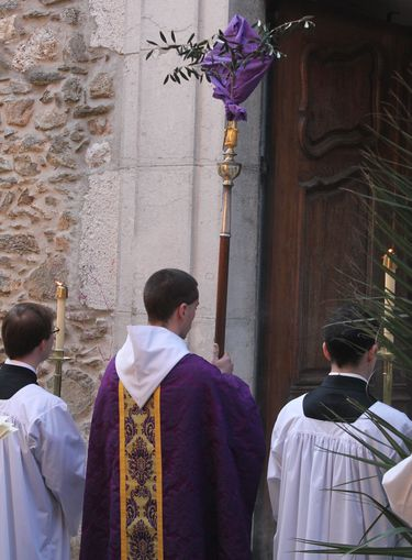 10 - procession à la porte de l'église