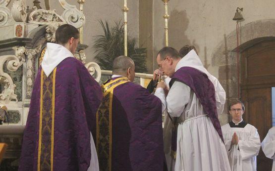 17 - imposition de l'encens avant l'Evangile