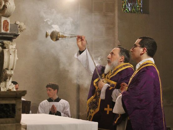 2 encensement autel introît lundi sai