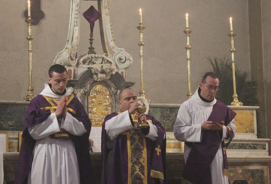 25 - Ecce Agnus Dei