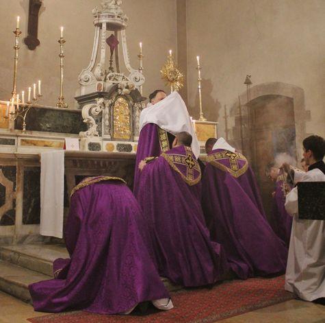 29 - salut du Très Saint-Sacrement
