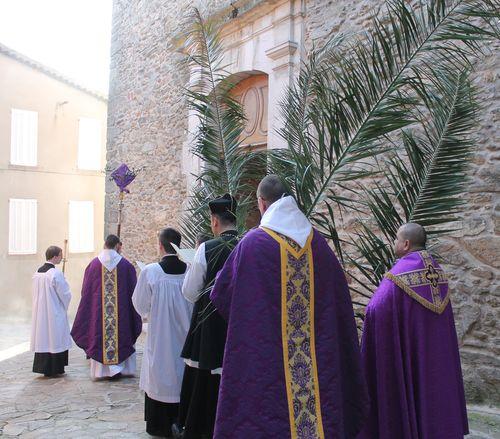 9 - procession