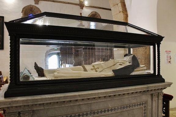 châsse avec les restes de Sainte Roseline