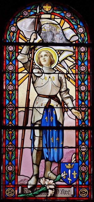 Vitrail Sainte Jeanne d'Arc - église Saint-Georges de Néris-les-Bains