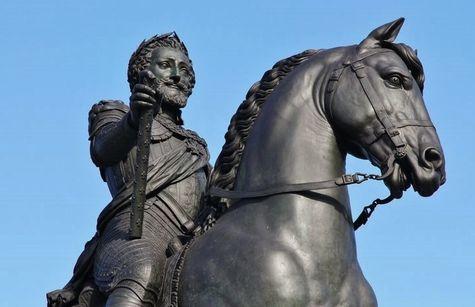Détail de la statue équestre d'Henri IV au Pont-Neuf