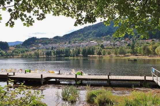 Saint-Martial : le village en balcon au-dessus de son lac