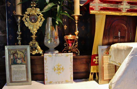 autel 8 décembre 2018 - reliquaire côté Evangile