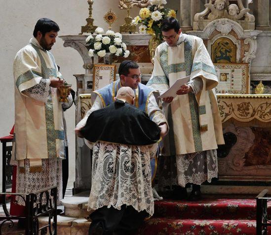 Réception du camail de l'Ordre de Saint-Remi