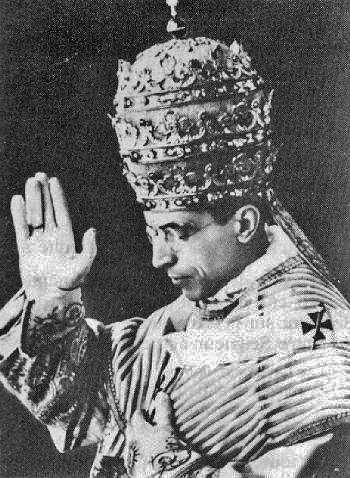 Pie XII Couronnement - 1ère bénédiction