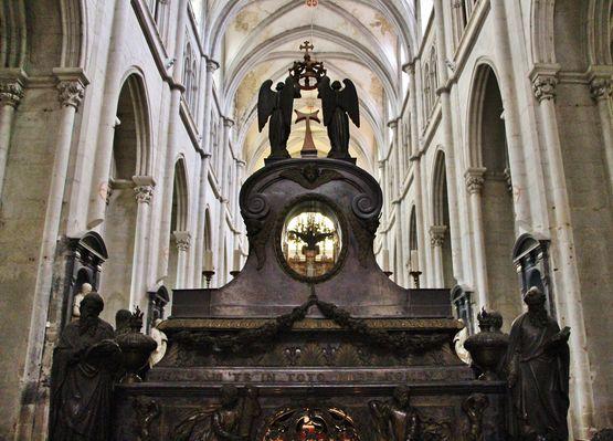 Maître-autel, face arrière et voûtes