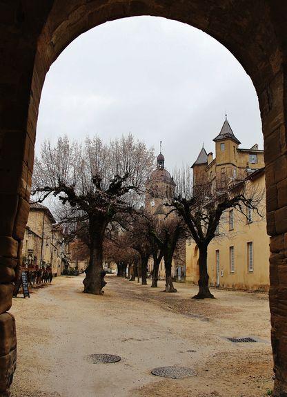 La grande cour de l'abbaye