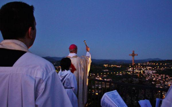 Bénédiction du chemin de croix restauré par Monseigneur Crépy