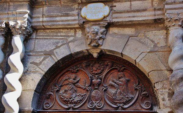 Porte de la chapelle des pénitents blancs