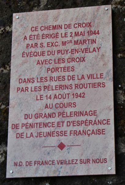 Plaque commémorative du chemin de croix montant à Notre-Dame de France