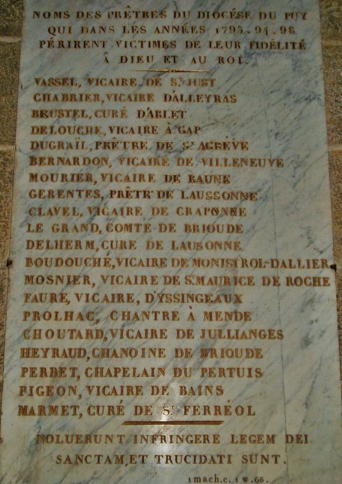 Cathédrale du Puy - Plaque de marbre portant les noms des prêtres martyrisés