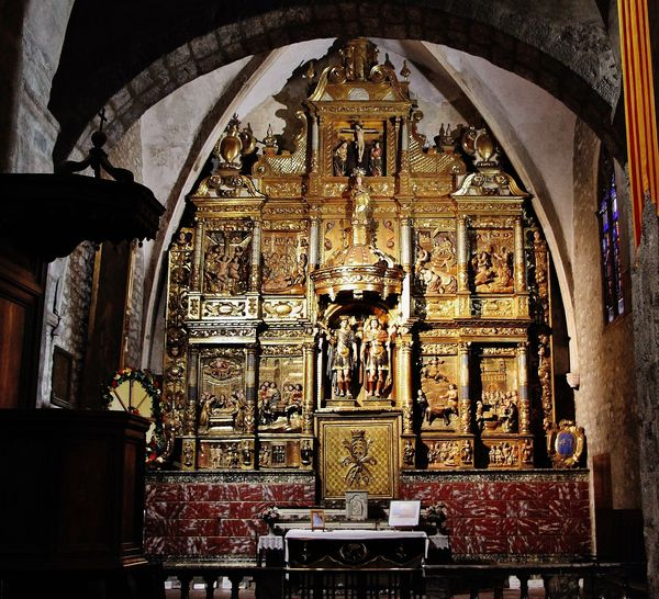 Arles-sur-Tech : abbatiale Sainte Marie. Chapelle des Saints Abdon et Sennen et grand retable contenant leurs reliques