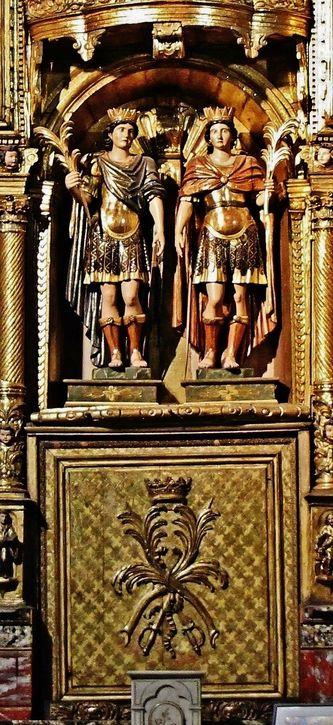 Statue des Saints Abdon et Sennen et coffre de leurs reliques