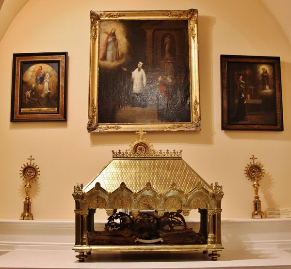 Ex voto et reliquaires de la chapelle latérale