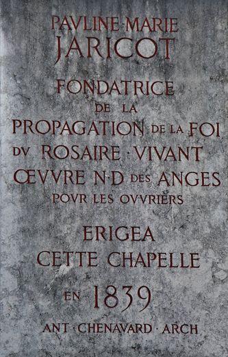Plaque sur le mur de la chapelle Sainte-Philomène