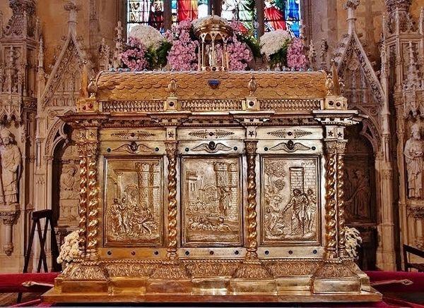grande châsse de Saint Martial - limoges église Saint-Michel