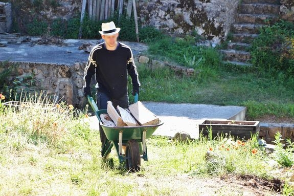 Camp-chantier Saint Constantin - transport de bûches