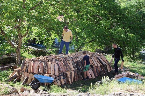 Camp-chantier Saint Constantin - rangement du bois