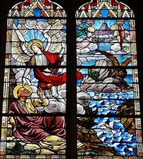 église de Saint-Vaast-La Hougue - vitrail de l'apparition à Saint Aubert