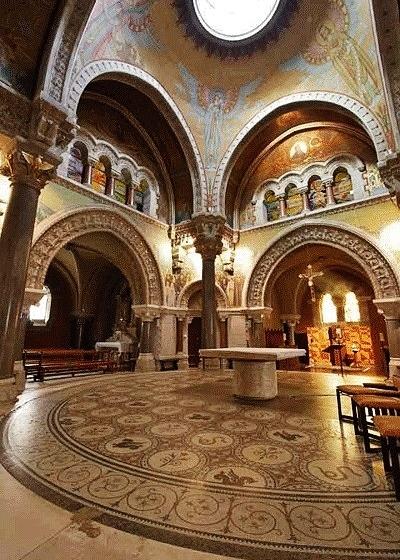 Basilique de La Louvesc - autel moderne