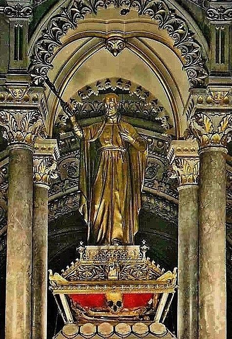 Basilique de La Louvesc - ciborium du maître-autel et chasse de Saint Régis ouverte
