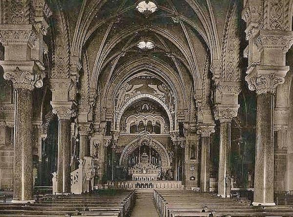 Basilique de La Louvesc - intérieur antéconciliaire
