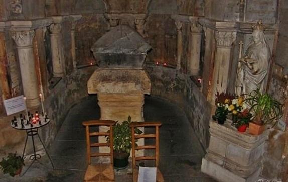 Tombeau de Sainte Radegonde -crypte de l'église Sainte-Radegonde de Poitiers