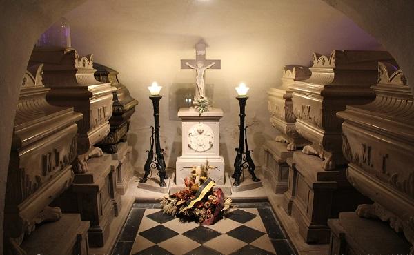 Crypte renfermant les tombes royales au couvent de la Castagnevizza